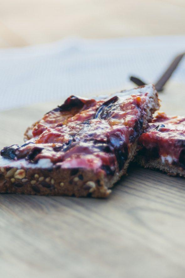 toast-plum-goat-cheese-4_web
